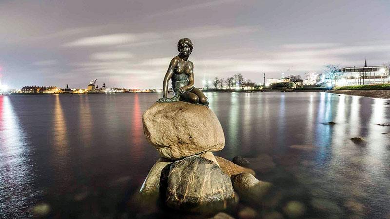 Бронзовая скульптура Русалочки в Амстердаме